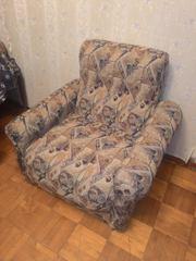Продаю раскладной диван в комплекте с двумя креслами.
